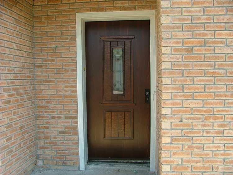 חידוש דלת כניסה דמוי עץ