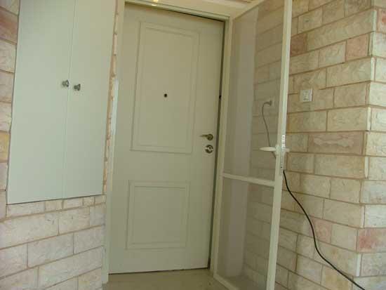 דלת בסיום ההרכבה של מנעולן בחיפה