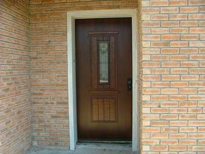 אחת מדלתות הכניסה שמתקיו איציק גרשוני