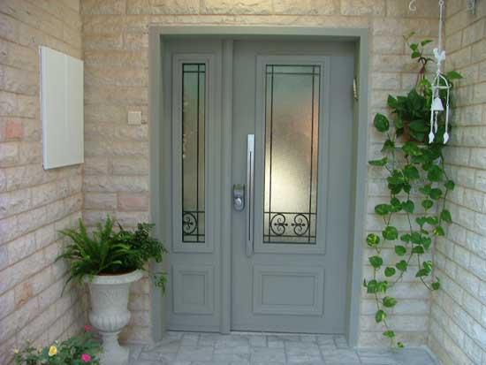 דלת שהורכבה על ידי איציק גרשוני