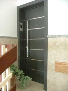 דלת כניסה מפלדה