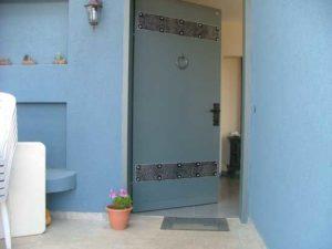 דלת כניסה פלדה עם קישוטים