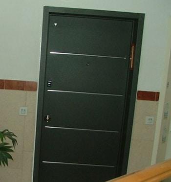 דלת כניסה ירוק כהה