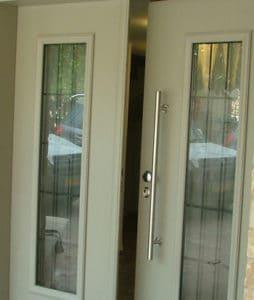 דלת כניסה דו כנפית לבנה