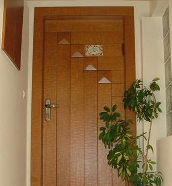 התקנת דלתות פנים במבצע כולל התקנה