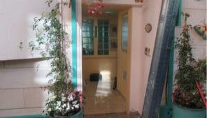 דלת כניסה לפני התקנה