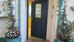 דלת כניסה פתוחה