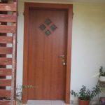 התקנת דלת כניסה דמוי עץ 3