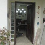 דלת כניסה פתוחה מלא