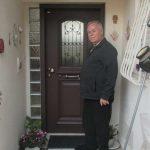 הלקוח עם הדלת סגורה